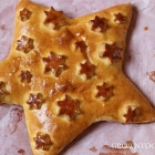 Christmas star bread with hazelnut-raisin filling