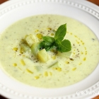 Italian courgette & basil soup