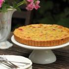 Gooseberry tart with crème fraîche