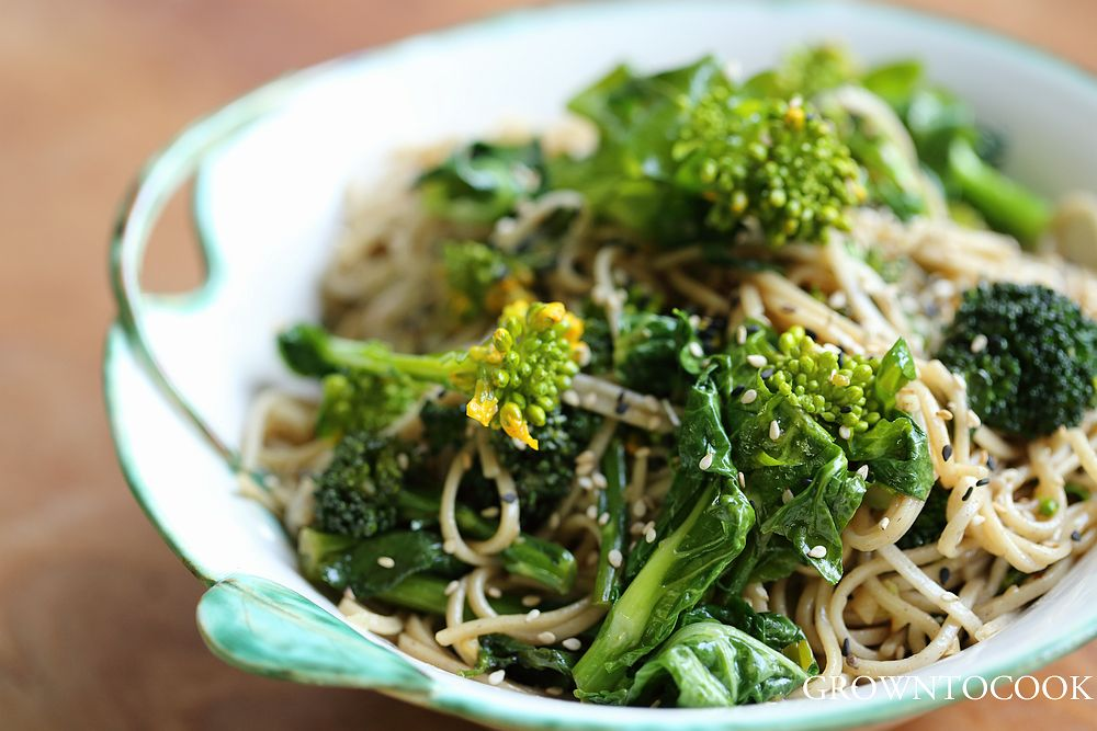 Soba noodles with cabbage and broccoli shoots | grown to cook