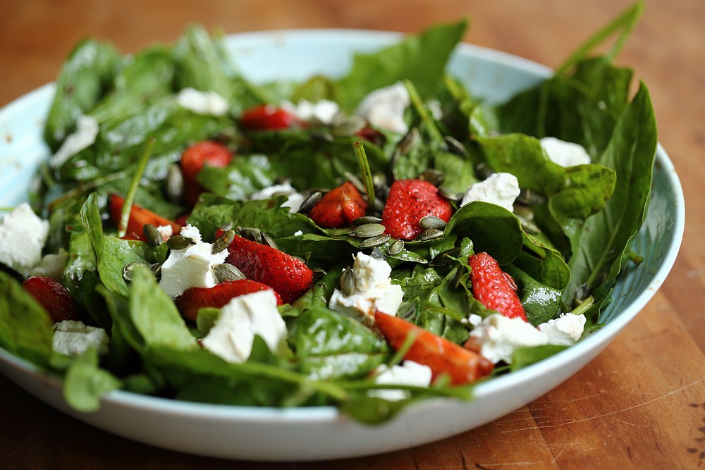 Spinach and strawberry salad with goat cheese | grown to cook